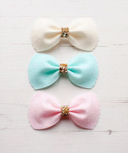 Scalloped Edge Bow