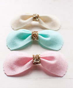 Scalloped Edge Bow_1
